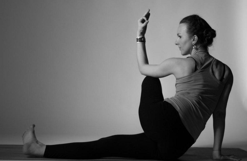 Хатха-йога в Институте Человека «Астро Энерго Синтез»